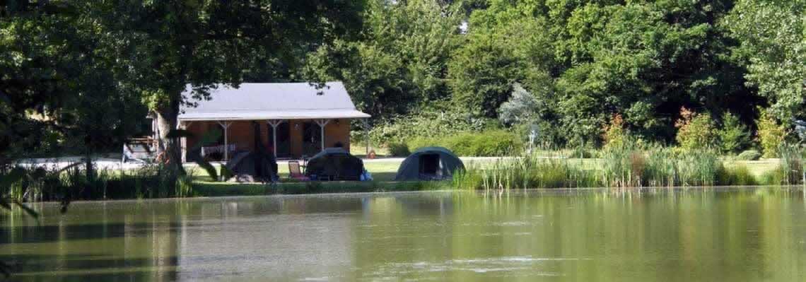 Oakview carp fishing lake, showing accommodation and 3 lakeside bivvies